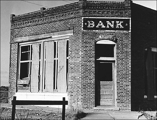 great depression bank failures essays There were fundamental structural weaknesses in the american economic  system banks operated without guarantees to their customers, creating a climate  of.