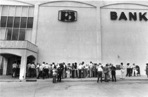 Depositors queuing outside the insolvent Penn Square Bank (1982)