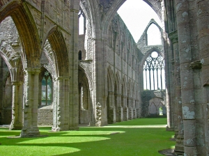 Tintern_Abbey-inside-2004